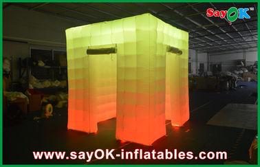 Chine Cabine gonflable de photo de lumière de cube en porte d'ouverture 2 avec le dessus mené fournisseur