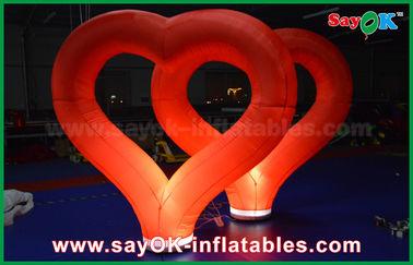 Chine Épouser le coeur gonflable en nylon rouge de décorations gonflables extérieures avec la lumière de LED fournisseur