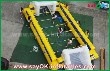 Chine Terrain de football de jeux gonflables jaunes de sports/lancement gonflables du football avec le but fournisseur