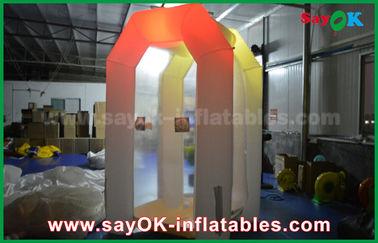 Chine La cabine gonflable commerciale blanche faite sur commande d'argent a mené allumer la tente gonflable de partie fournisseur
