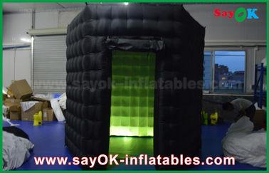 Chine 1 cabines gonflables noires de la porte 2.5m/blanches faites sur commande de photo avec le tissu d'Oxford de lumière de LED fournisseur