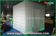 Chine La cabine gonflable de photo de tissu blanc d'Oxford étaye le kiosque avec des rideaux en porte usine