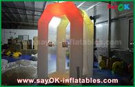 Chine La cabine gonflable commerciale blanche faite sur commande d'argent a mené allumer la tente gonflable de partie usine