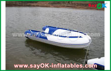 Le bleu/blanc a soudé à chaud les bateaux gonflables de PVC que l'emballage de l'eau rigide imperméabilisent