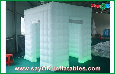 2 couleur gonflable de la lumière 2.4m de la cabine LED de photo de portes changée avec le ventilateur
